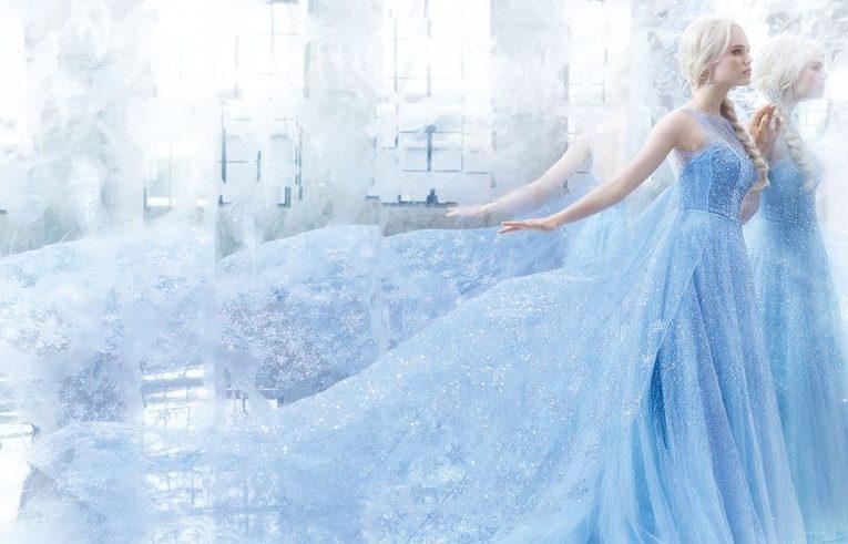 冰雪女王艾莎的極美冰晶藍禮服實體化!迪士尼公主婚紗《冰雪奇緣》系列超夢幻,婚禮直接升級成童話場景