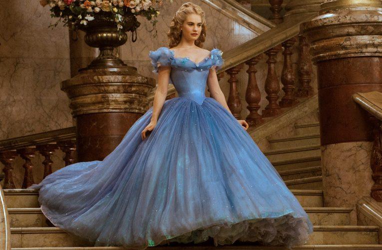 【2020/21婚禮潮流報告】Puff衣袖婚紗、姊妹花環、經典藍花球增添時尚感
